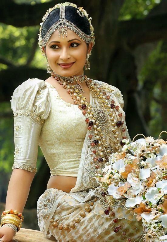 how to wear a sri lankan saree