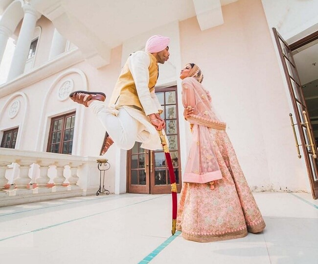 How smashing this picture is. The slaying shot of the couple captured by-