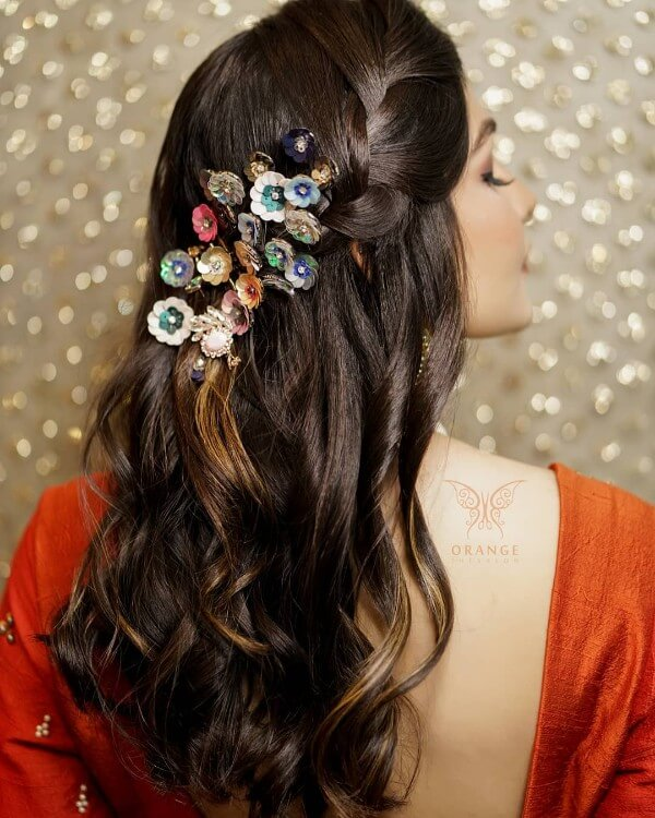 Minimalistic style at its best with some modern hair ornaments